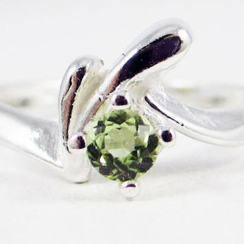 Peridot Birthstone Ring Sterling Silver, August Birthstone Ring, Peridot Gemstone Ring, Peridot Solitaire Ring