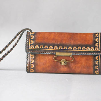 Tooled leather clutch bag wrist purse tan. Vintage genuine leather purse. Floral pattern pouch rectangular. Clutch fashionista bag wallet
