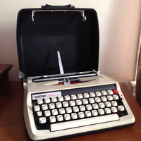 Brother activator 800t white working manual portable typewriter with case