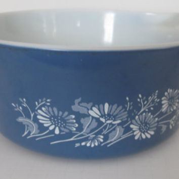 Pyrex Colonial Mist Blue Daisies Flowers Mixing Bowl 2.5 Quart with Handles Bakeware Pyrex Blue White Daisy Farmhouse Kitchen Potluck