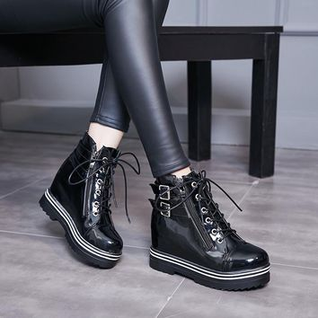 YMECHIC 2018 Lace Up Winter Platform Boots Women Rock Buckle Strap Patent Leather Gothic Punk Combat Ankle Boots Plus Size Shoes