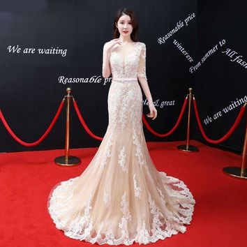 Half Sleeves Evening Dresses Light Champagne Lace Applique Sheer Illusion See Through Backless Marmaid Evening Gown
