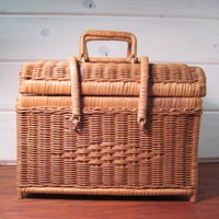 Large Woven Straw Basket with Locking Handles, Sewing Basket, Picnic Basket, Country Home Decor