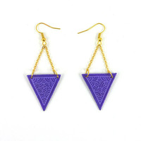 CD recycled Earrings : Purple inverted triangles with mauve scrolls, and gold chains - by Savousepate