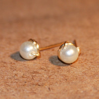 White Pearl Gold Stud Earrings - Pearl Cartilage Earrings, Helix Studs, Tragus Studs, gold tiny studs, gold circle
