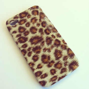 iPhone 4 and iPhone 4S Cheetah / Leopard Faux Fur case