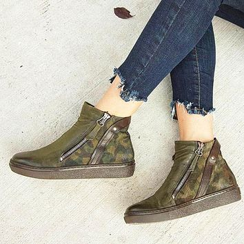 Popular fashion camouflage women's one-boot low-buttoned Martin ankle boots