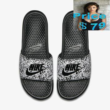 Authentic mens Retail Nike Benassi JDI Print Just Do It  Aloha Sandals white-grid sneaker