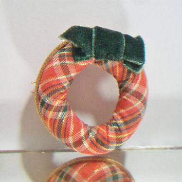 Vintage Avon Christmas Wreath Pin Red Plaid Cloth Holiday Brooch Jewelry Fashion Accessories
