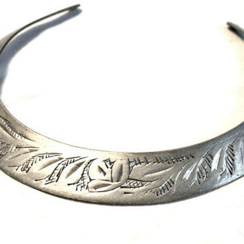 Vintage 1950's/60's Tribal Ethnic Boho Flat Metal Necklace Collar - Belly Dancer - Silvertone Metal - Etched -  Small Neck - Bootsie's World