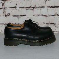 90s Dr Martens Shoes UK 7 US 9 Brown Black Leather Lace Up Boots Chunky Heel Grunge Hipster Festival Minimalist Punk Goth Gothic Pastel