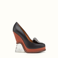 FENDI | FASHION SHOW PUMPS in two-tone leather with sculpted heel