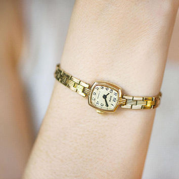 Vintage women's cocktail watch Dawn. Gold plated woman watch bracelet. Tiny lady watch for party. Evening watch for women gift Classic watch