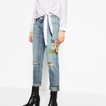 RELAXED FIT EMBROIDERED JEANS DETAILS