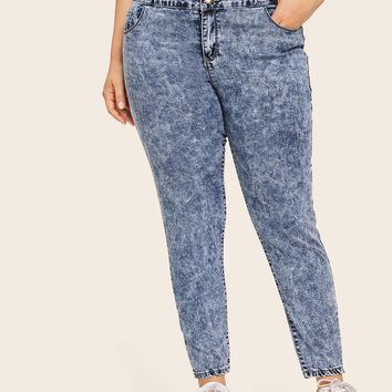Plus Size Size Stone-Washed Button Detail Flakes High Waisted Skinny Jeans