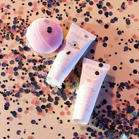 Foreo LUNA Play Gift Set - Urban Outfitters