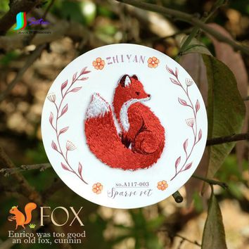 Small Fox Embroidery Cloth Cute Children's Clothes DIY Animal Patch Decals Wild Patch Hole Stickers Size 5.2 * 4.2cm S177P