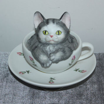 Seymour Mann musican rotating ceramic kitten in teacup, collectible cats, tea set, music box, animal figurines