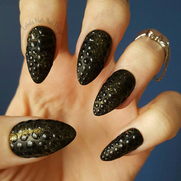 Textured Matte Snakeskin Reptile Black and Gold Gel Press on Fake Nails - Stiletto, Coffin/Ballerina, Oval, Square