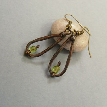 Copper wire earrings, green beaded earrings, funky artistic jewelry, contemporary jewelry, wire earrings, slim earrings, Droplet