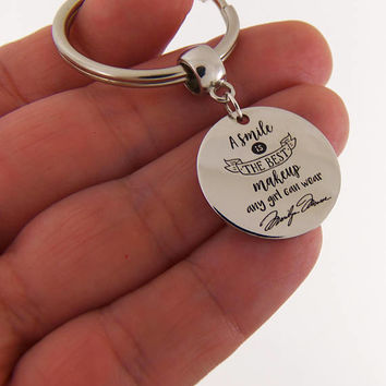 A smile is the best makeup a girl can wear keychain, marilyn monroe quote, marilyn monroe keychain, personalized key chain, custom gifts