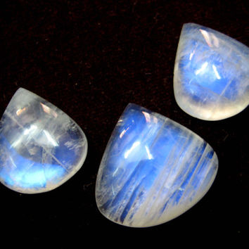 Fine Quality Blue Flashy Rainbow Moonstone Gemstone Cabochons 3 pieces lot , blue fire moonstone cabochons heart shape cabs