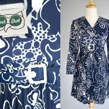 Vintage 70s Mod Mini Dress Abstract Floral Navy and White