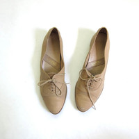 80s leather oxfords. women's beige tan shoes. Lace up oxfords.