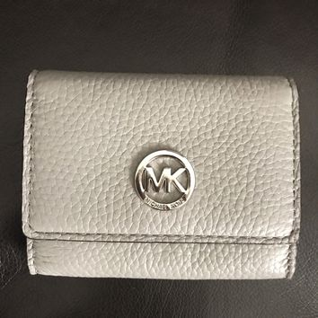 Michael Kors Authentic Fulton Pearl Grey Pebbled Leather Snap Card Case NWT