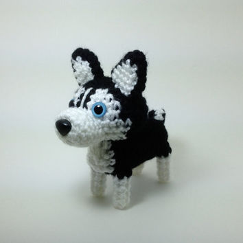 SALE / Siberian Husky Amigurumi Dog Crochet Dog Stuffed Animal / Made to Order