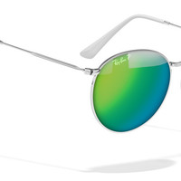 Look who's looking at this new Ray-Ban round sunglasses