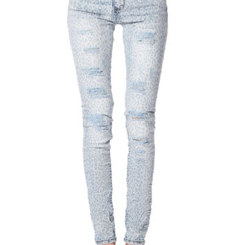 Q2 Light Wash Jeans In Animal Devore