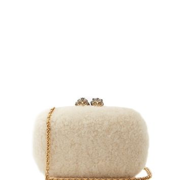 Queen and King skull-embellished shearling clutch | Alexander McQueen | MATCHESFASHION.COM UK