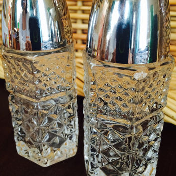 Clear Glass Salt and Pepper Shakers Wexford Cut, Vintage Kitchen Anchor Hocking Clear Glass Salt & Pepper Shakers Set