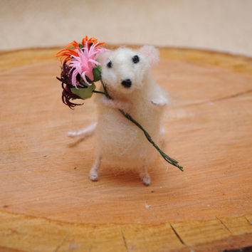 Tiny mouse with flower bouquet ! Unique gift!