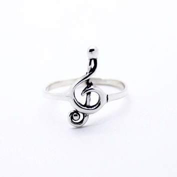 Clef note sterling silver ring