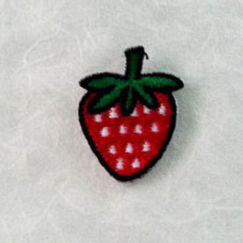Strawberry Iron on Patch - Red Strawberry Applique Embroidered Iron on Patch (2.5x3.3 cm)