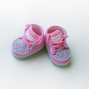 Pink crochet baby sneakers, Pink crochet baby shoes, Pink converse shoes, Toddler crochet sneakers, Baby girl slippers, Crochet shoes