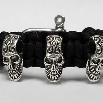 Skull Bracelet with adjustable Stainless Steel Shackle, Skull Jewelery, Skull Survival Bracelet, Skull Paracord Bracelet