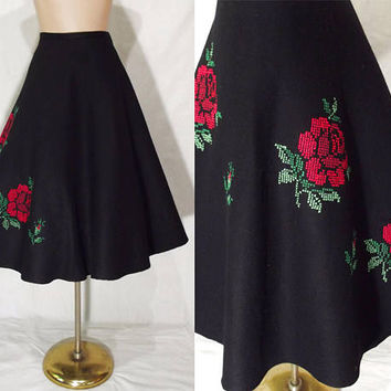 "Vintage 50s Full Skirt | Red Rose Embroidered 50s Swing Skirt | Black 1950s Circle Skirt | Novelty Skirt | Rockabilly Pin-Up | 27"" Waist"