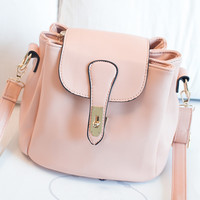 Women fashion handbags on sale = 4499389380