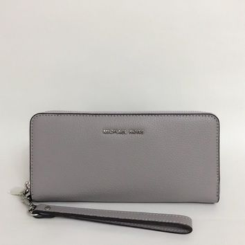 2018 Michael Kors Mercer Travel Continental Leather Wallet Wristlet Pearl Grey