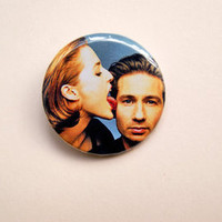 """The X Files - Scully licking Mulder pinback 1x1.5"""" button badge from Stickerama"""