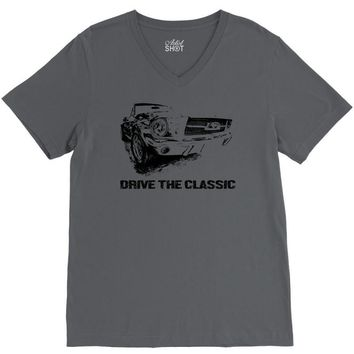 drive rhe classic mustang 2 V-Neck Tee