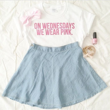 On wednesdays we wear pink!T shirt Tshirt Tee Tumblr blanc unisexe fashion women pink white tee shirt tumblr graphic size S M L - mean girl