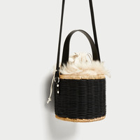 RAFFIA CROSSBODY BAG WITH FAUX FUR INTERIOR