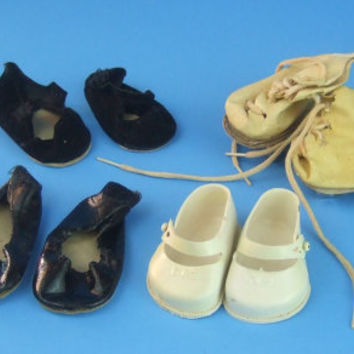 1950s Vintage 5 pairs of Doll Shoes / Reliable Toy Co. / Roller Skates / Black Patent / Slippers