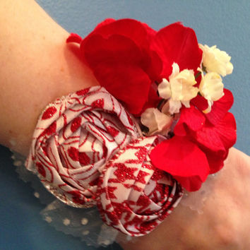 Red Corsage, Wrist Corsage, Flower Corsage, Mother's Day Corsage, Gift For Mom, Mother's Day Gift, Prom Gift