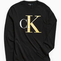 Calvin Klein Oversized Icon Long Sleeve Tee | Urban Outfitters