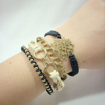 Flower Macrame bracelet set by JewelBoxAccessories on Etsy
